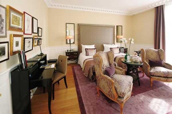one room in hotel de paris