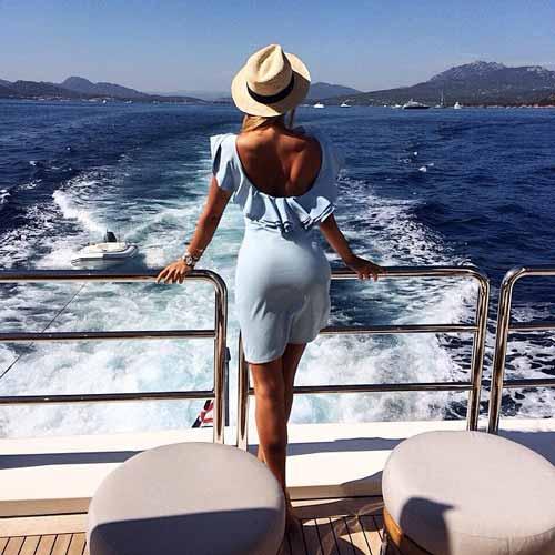 alina_ilina_official photo on a yacht