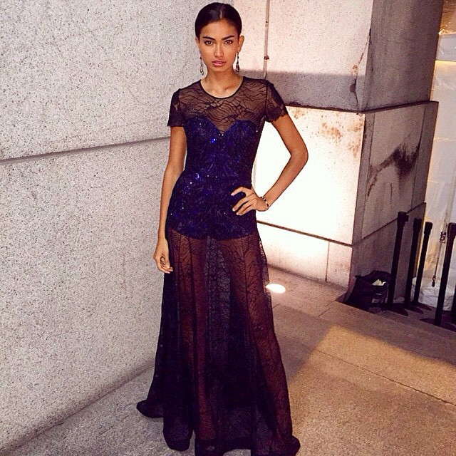 @kellybellyboom #gown #fashion #stylish #lookoftheday #streetfashion #streetstyle #fashionista #fashionblog #fashionblogger #jetsetbabe #jetset #lace #luxury #repost #follow #angelball #moda #dress