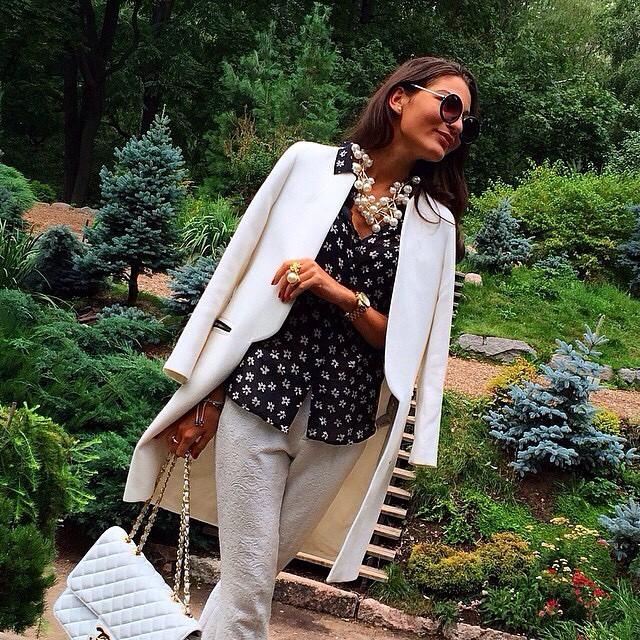 @clarina_p #fashion #white #whiteoutfit #bestoutfit #bestdressed #stylish #streetstyle #streetfashion #love #luxury #chanel #chanelflap #jetset #jetsetbabe #chic #classy #glamour #repost #swag #blessed #fashionblog #fashionblogger #blogger #blog