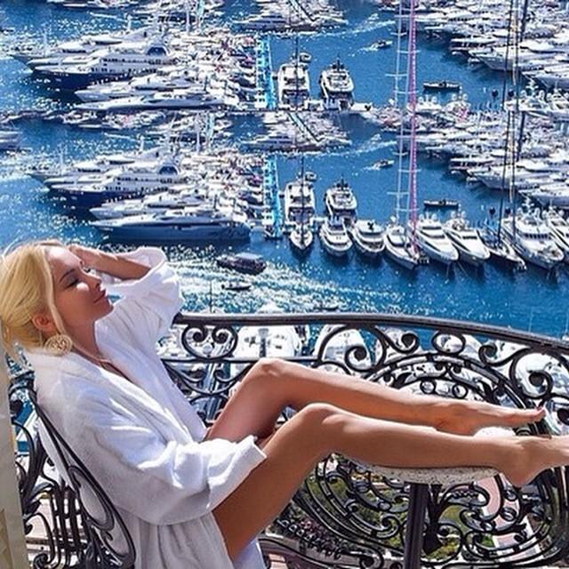 Happy friday ? #jetsetbabe #jetsetbabes #jetset #jetsetter #goodlife #monaco #yacht