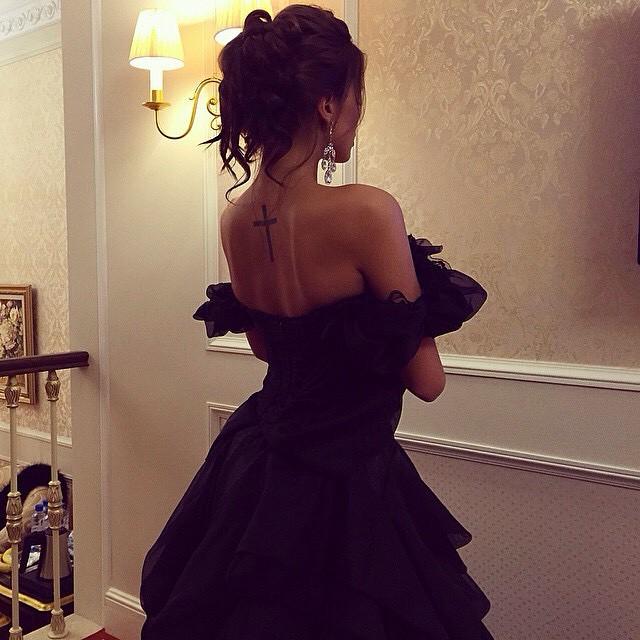 Sexy #jetsetbabe #tattoo #blackdress #hot #classy