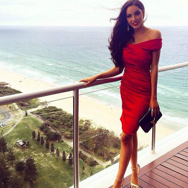#ladyinred #stunning #wow #jetsetbabe @annamikac
