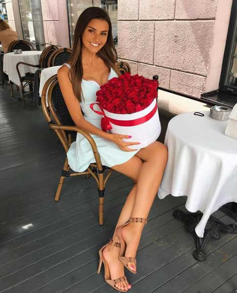 mariyafishman with a bouquet of flowers