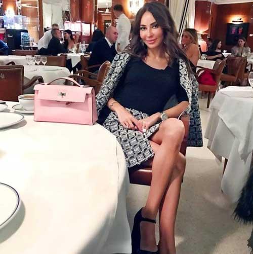 veronikaorchid at formal dinner party