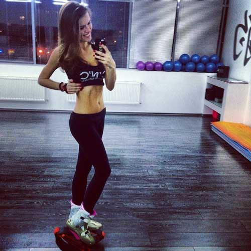 fit female influencer in gymnass