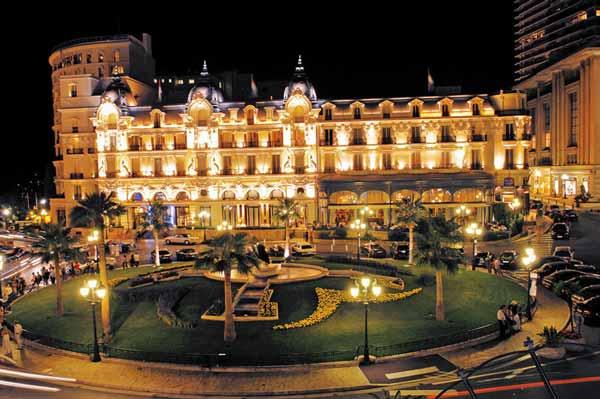 hotel de paris at night
