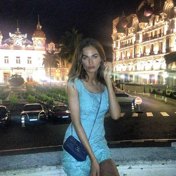 jet set babe next to hotel paris