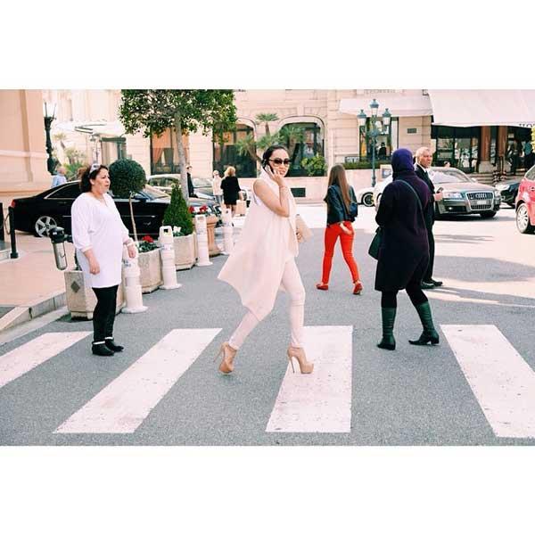 lady walking next to hotel de paris monaco