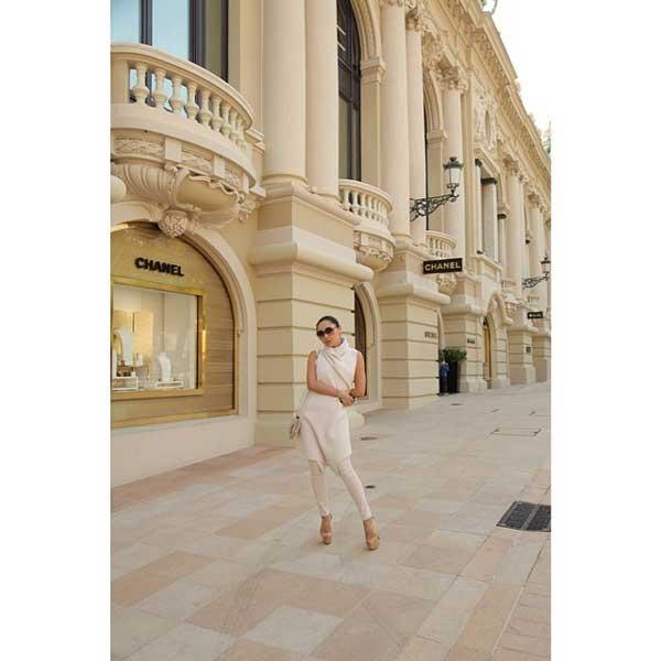woman standing next to hotel de paris monaco